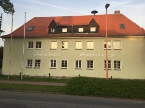 Rathaus in Großduben - in zwei Sprachen